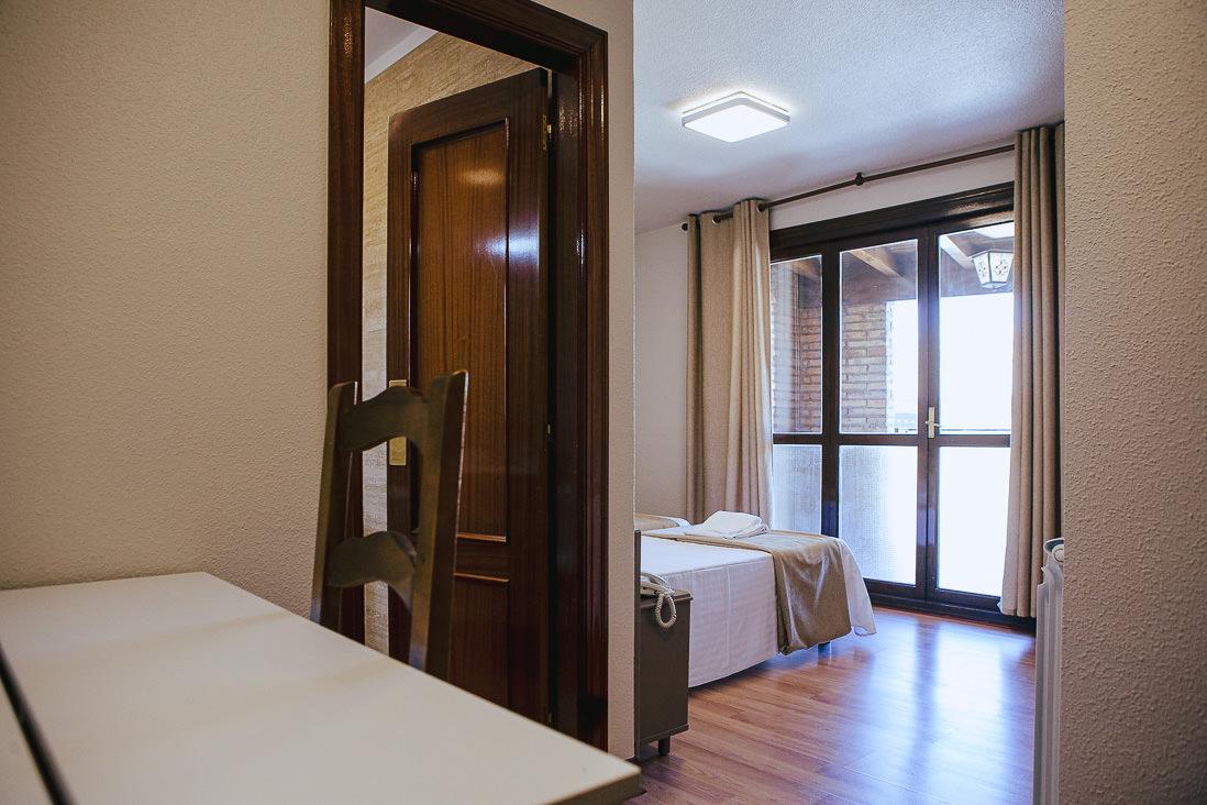 Entrada habitación hotel olite